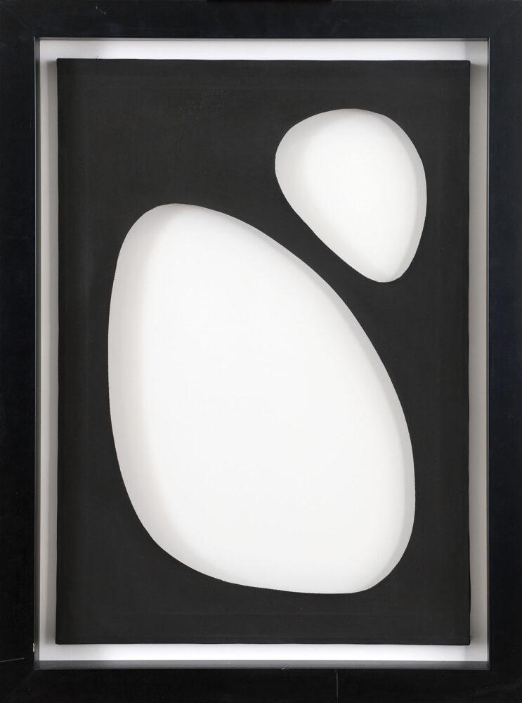 DADAMAINO[Milano 02/10/1935 - Milano 04/2004] Volume, 1958 idropittura su tela operata 70x50 cm, firma e anno al retro, opera registrata presso l'Archivio Dadamaino come da dichiarazione su foto. Provenienza: Galleria Fumagalli. base d'asta:30.000 € stima:54.000/60.000 €
