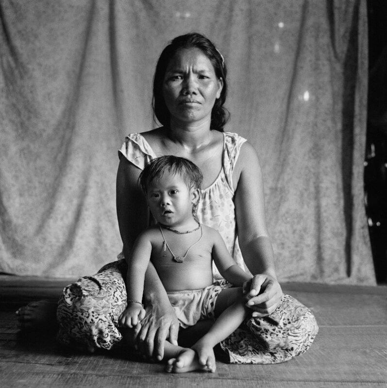 """Kampong Cham, Cambogia, 2016 """"Mio figlio crescerà a casa sua, nella sua comunità."""" 150 x 150 cm ©Christian Tasso"""