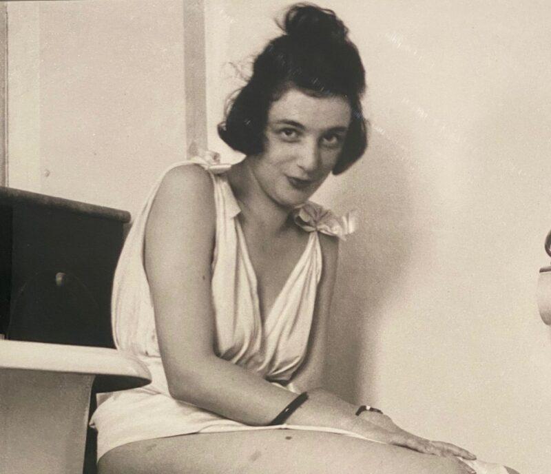 La sensuale innocenza e compostezza di Madeleine Messager detta Bibi durante il viaggio di nozze con Lartigue a Chamonix(1920)