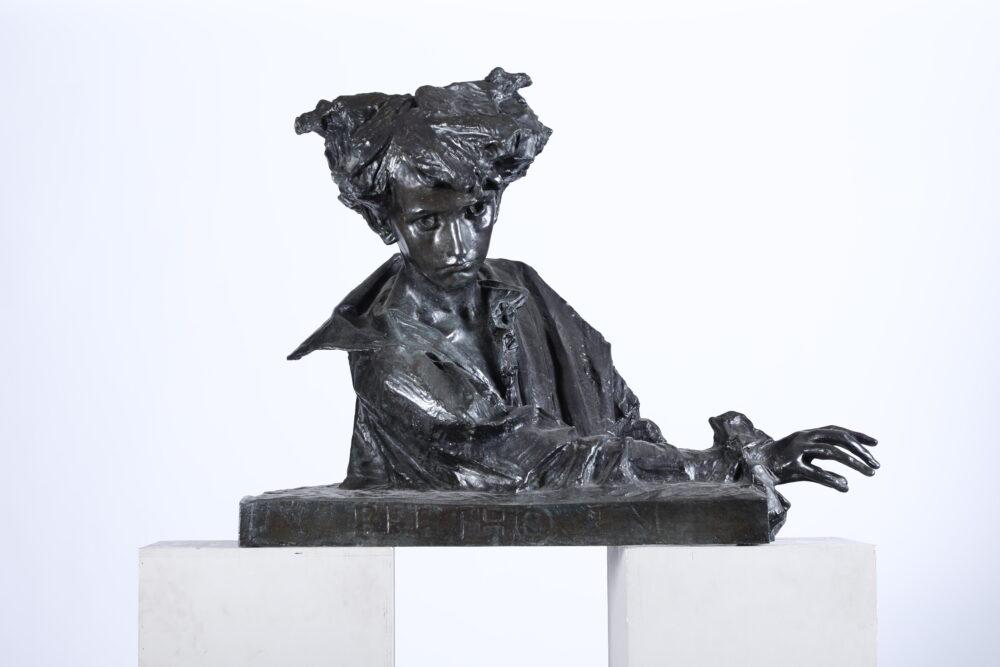 Giuseppe Grandi (1843-1891/94) Beethoven giovinetto Scultura in bronzo, cm 90x40x70 Stima: 8.000 - 10.000 eur