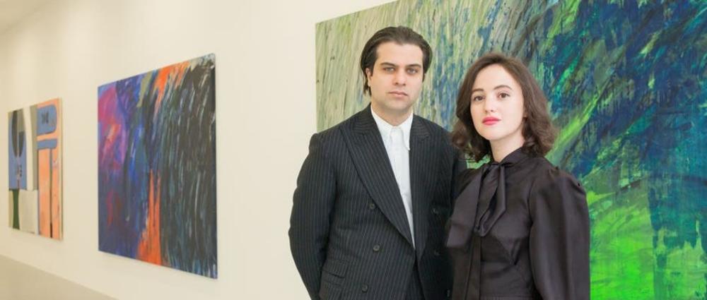 Arthur Yates e Phoebe Saatchi nella loro galleria, Saatchi Yates