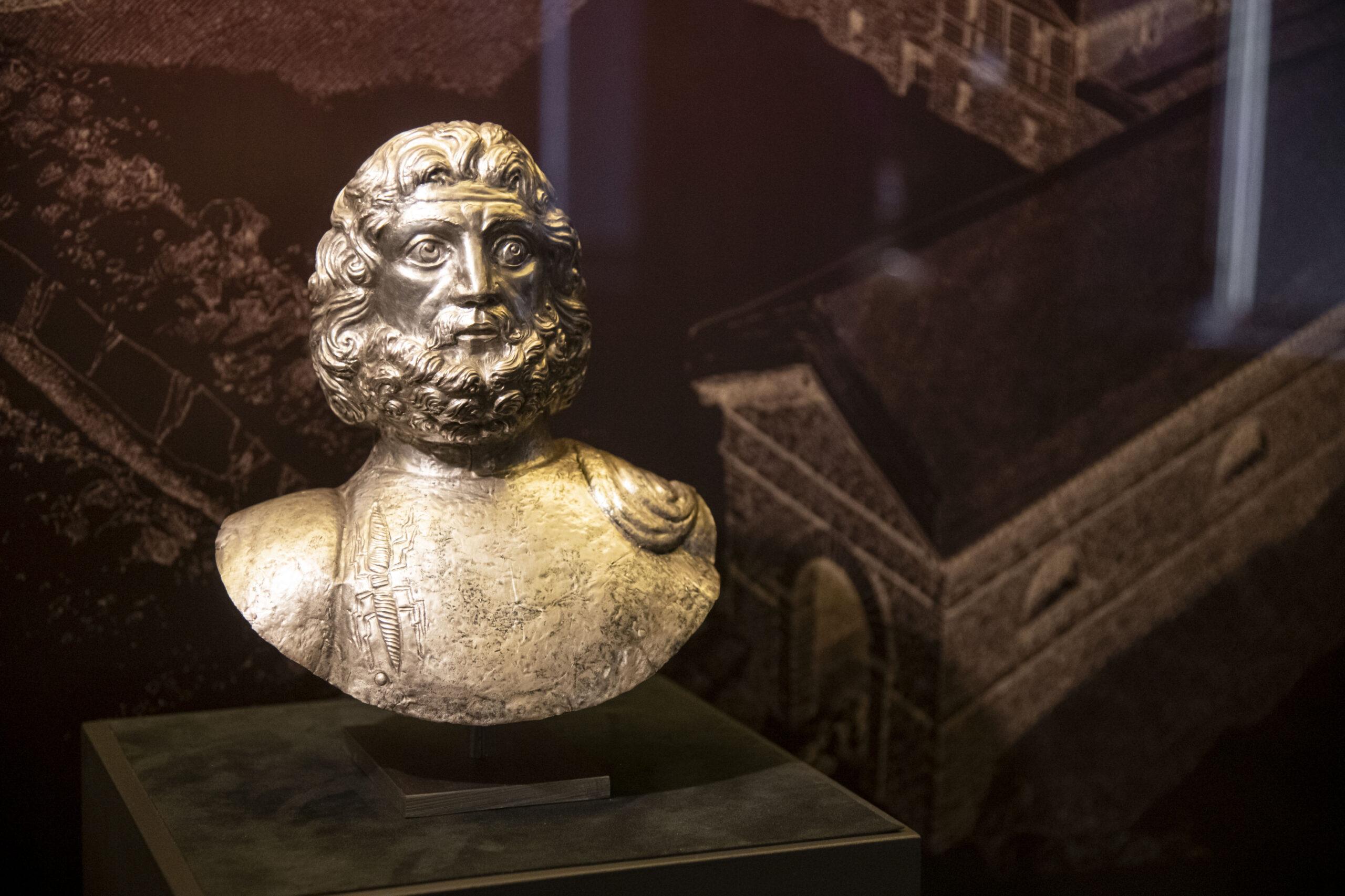 """""""Ciò che resta"""" dei Santi. Antichi reliquari d'oro, d'argento, di rame raccolti un una mostra preziosa"""