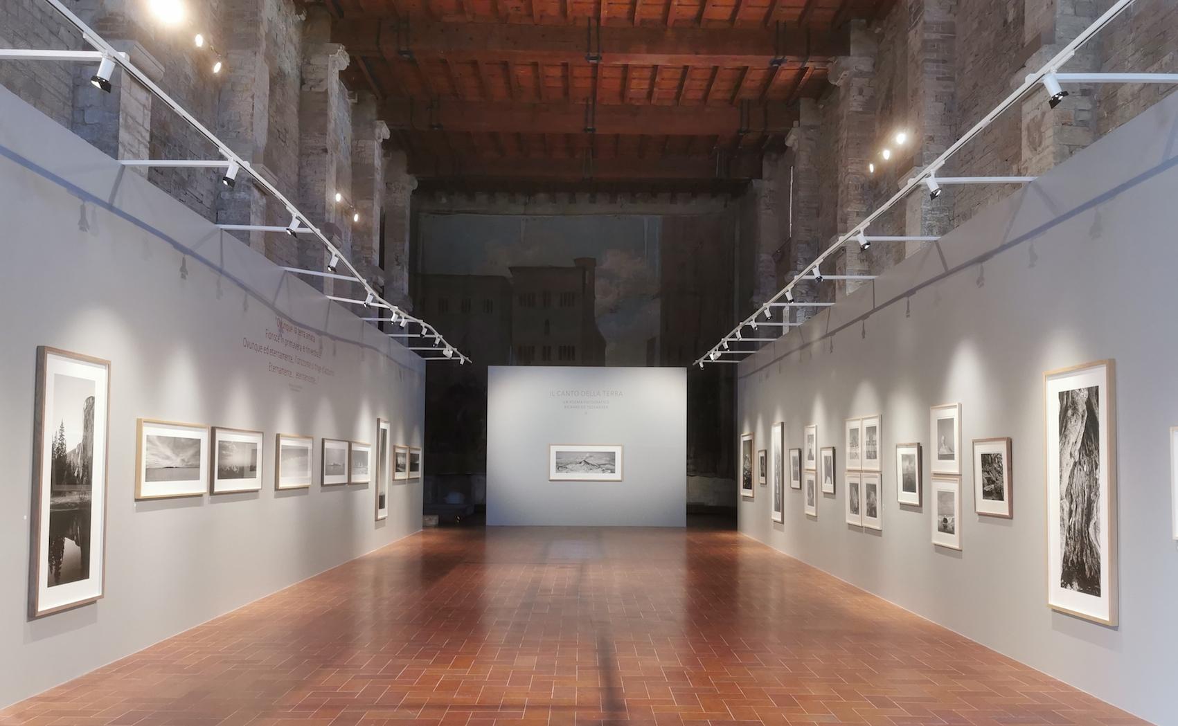 Il canto della Terra. A Todi la prima mostra italiana del fotografo Richard de Tscharner