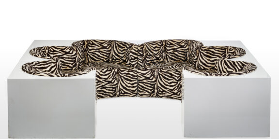 """Lotto 148: ARCHIZOOM ASSOCIATI Divano - isola soggiorno modello """"Safari"""". Produzione Poltronova, Firenze, 1967-68 ca. Venduto € 35.000"""