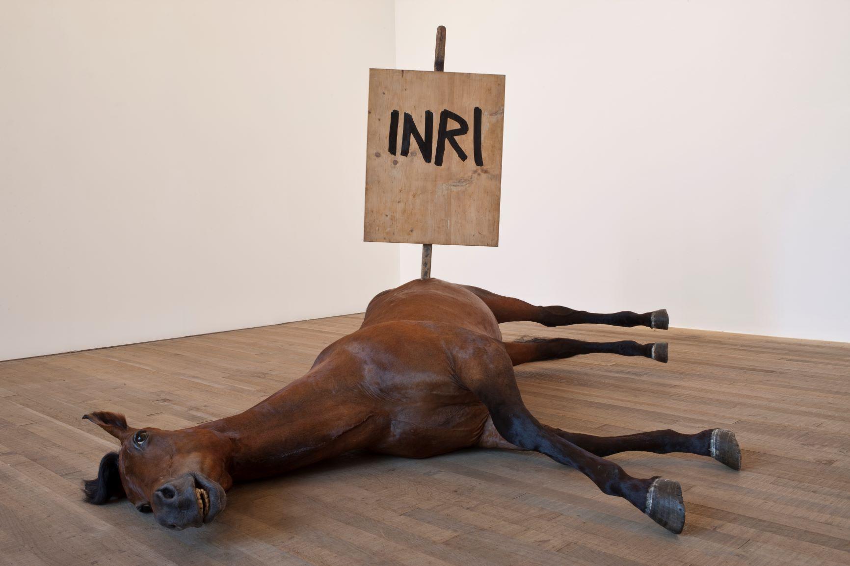 La fragilità e la fallibilità dell'essere umano al centro della attesissima mega mostra di Maurizio Cattelan a Milano
