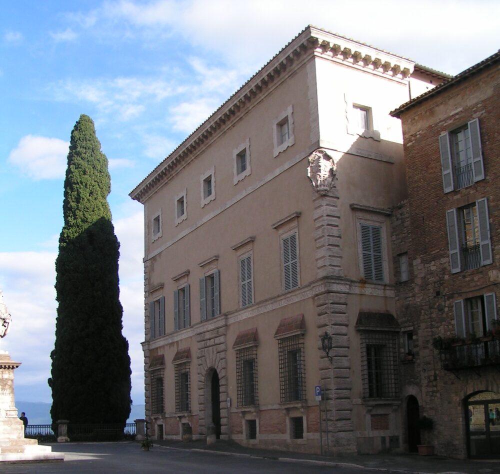 Palazzo Atti-Pensi, a Todi, sede della Galleria Giampaolo Abbondio