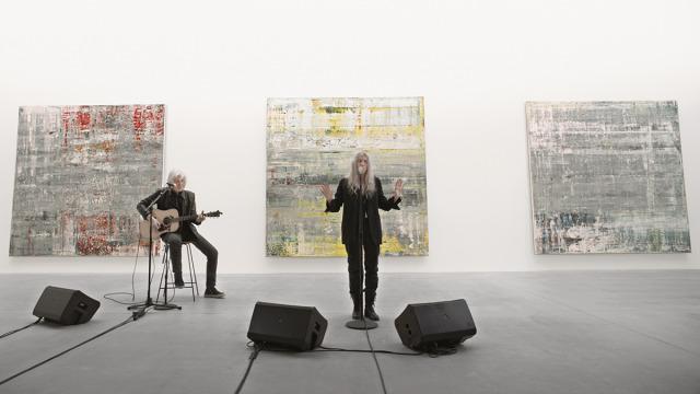 Gerhard Richter da Gagosian: il video della performance con Patti Smith