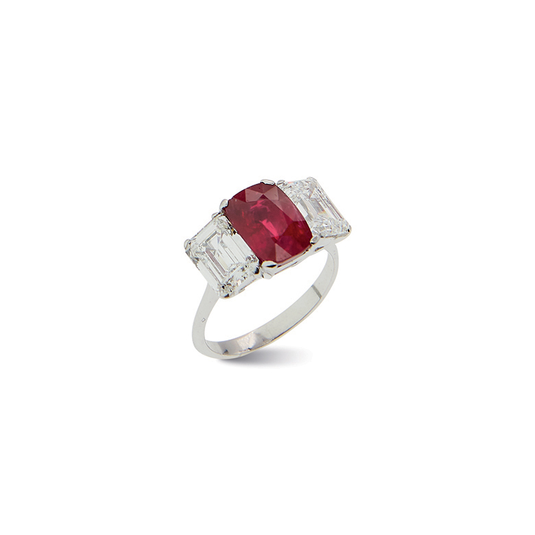 Lotto 276. A Platinum, Ruby And Diamond Ring