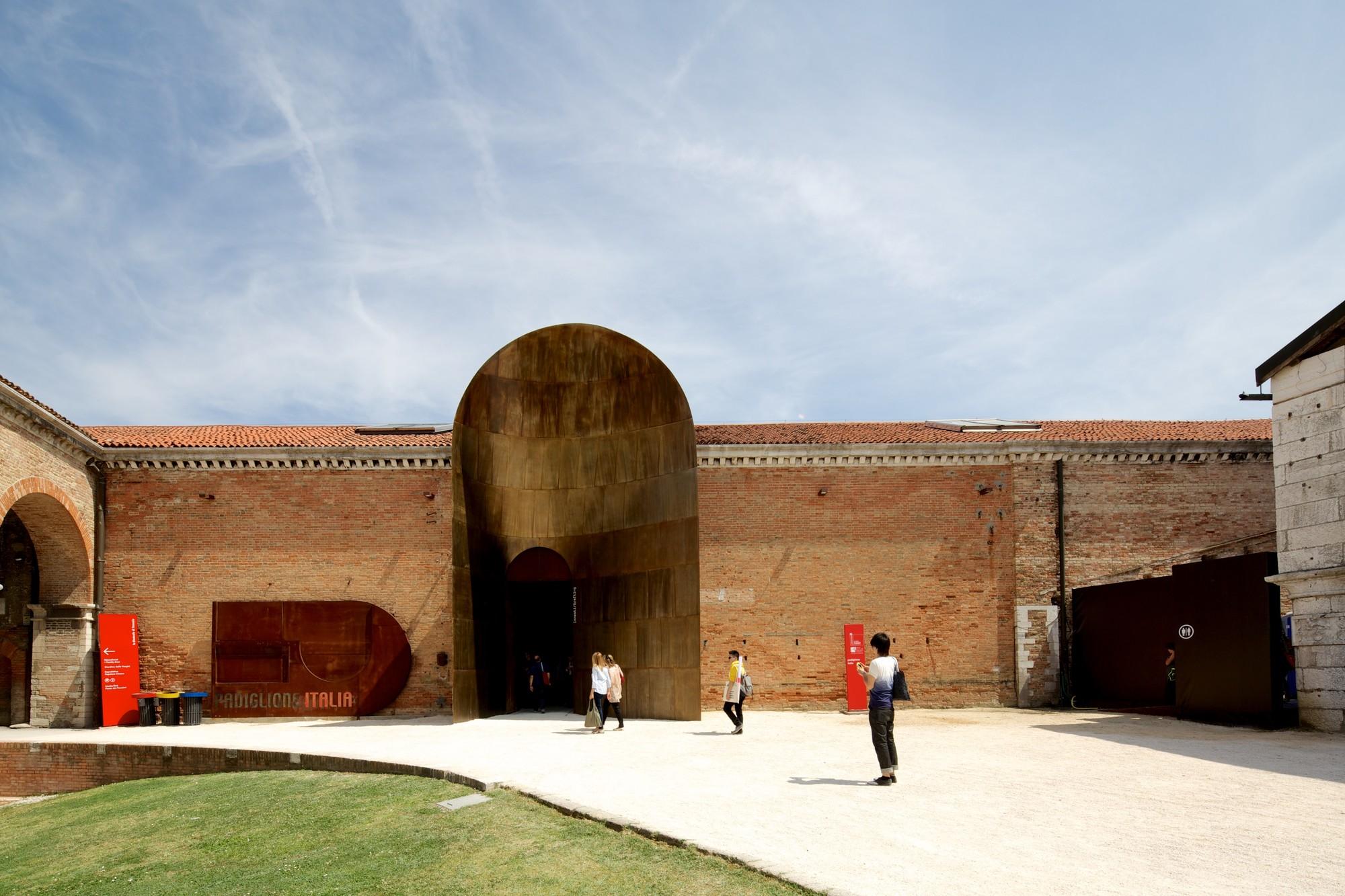 Un tunnel spazio-temporale. Le Biennali dei curatori: 2009, la scena italiana secondo Birnbaum
