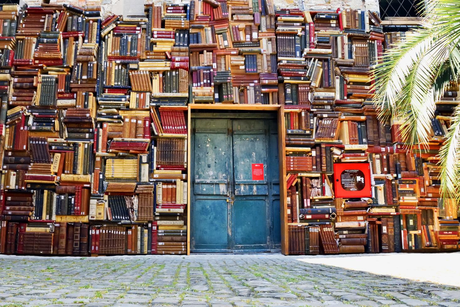 A Pesaro, restyling per l'inconfondibile e bellissima libreria all'aperto di Palazzo Mosca