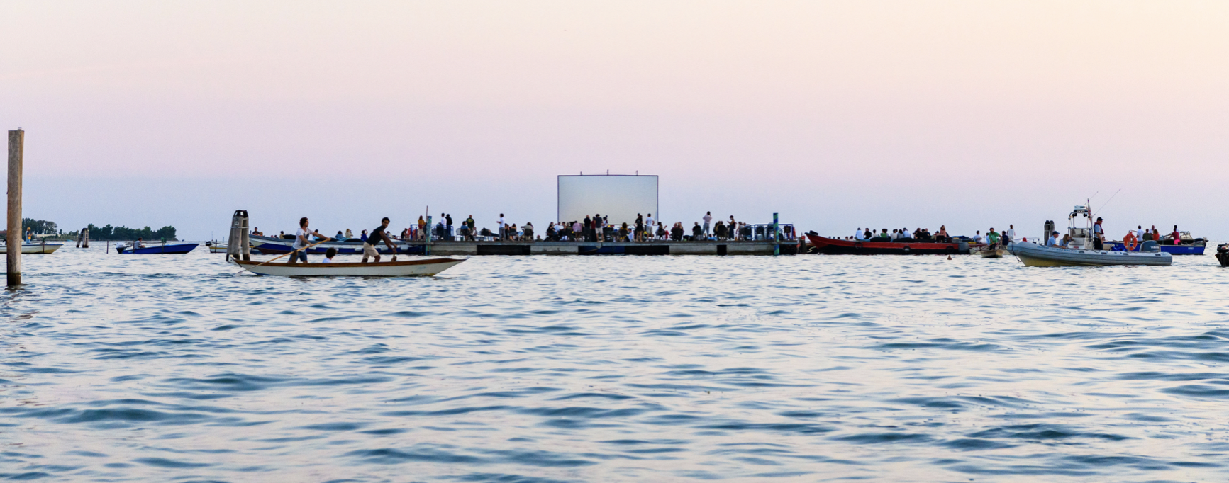 Ripensare la città a partire dalla Laguna. Torna il Cinema Galleggiante a Venezia