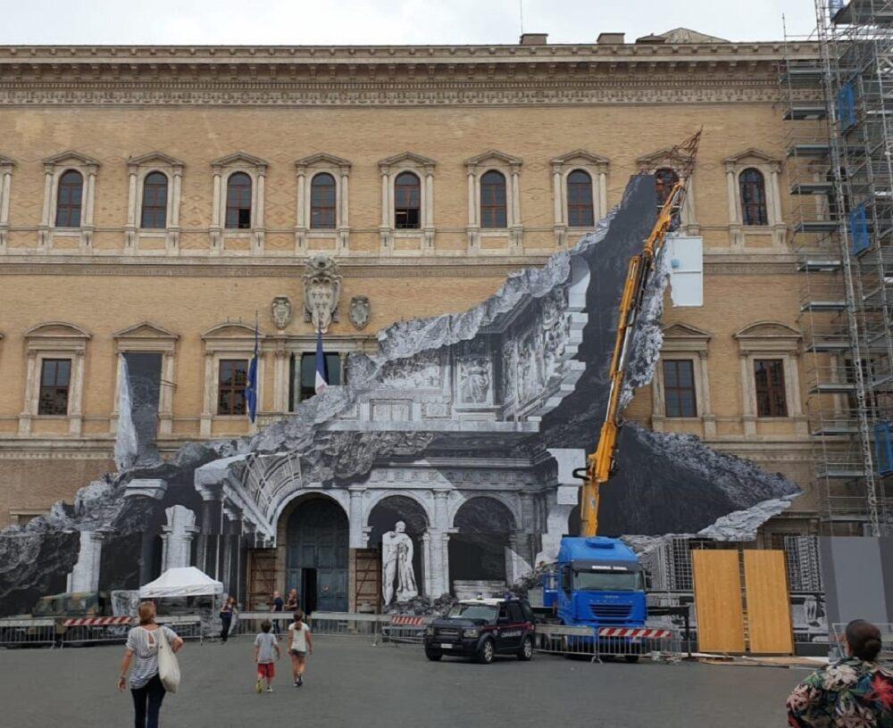 installazione site specific di jr a Palazzao Farnese di Roma