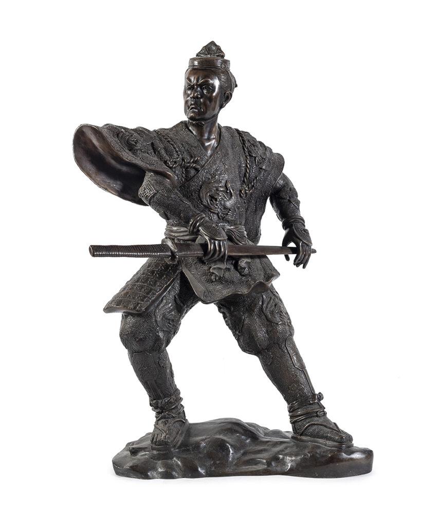 grande e rara scultura in bronzo, Giappone inizi XX secolo, raffigurante un Samurai ritratto con una possente katana (lotto 67 stima € 2500-3000).