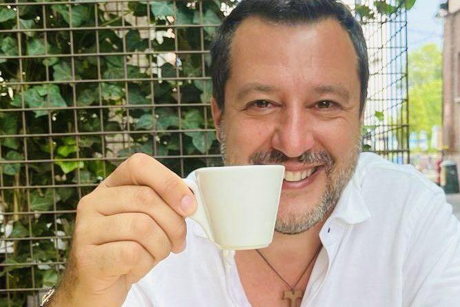 Anche (l'intellettuale) Salvini si dà all'arte contemporanea