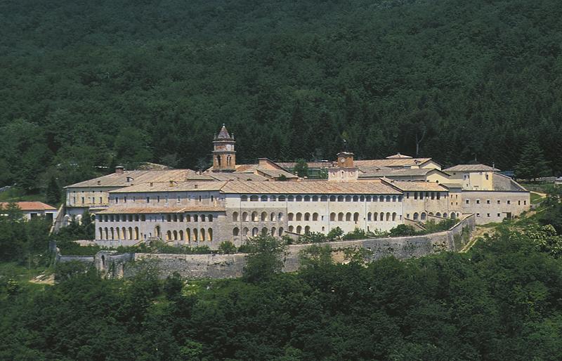 Finalmente la Certosa di Trisulti torna allo Stato. L'ultra cattolico sovranista Bannon lascia le chiavi al MIBACT