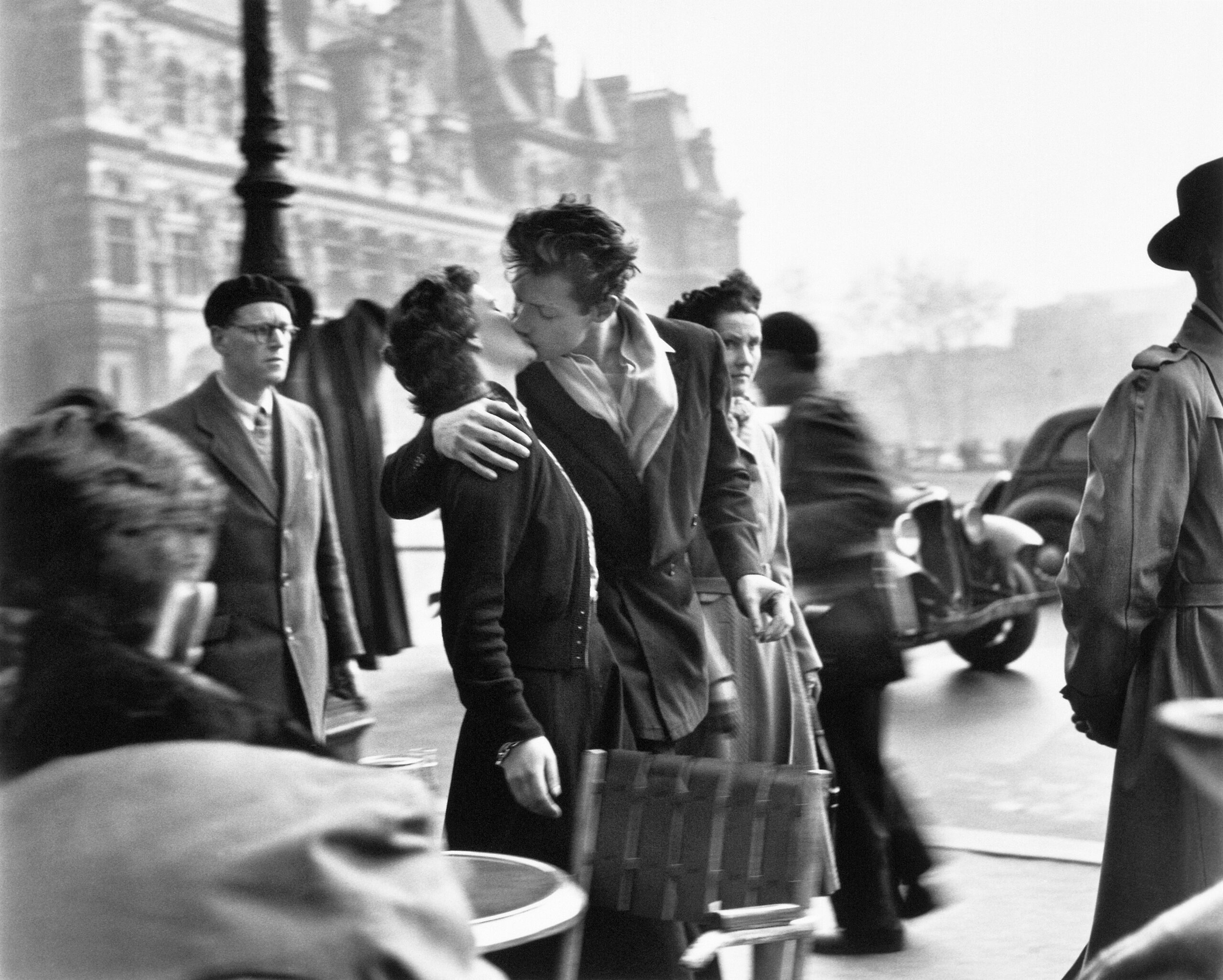 Momenti di grazia ed espressioni di felicità, le fotografie di Robert Doisneau a Rovigo