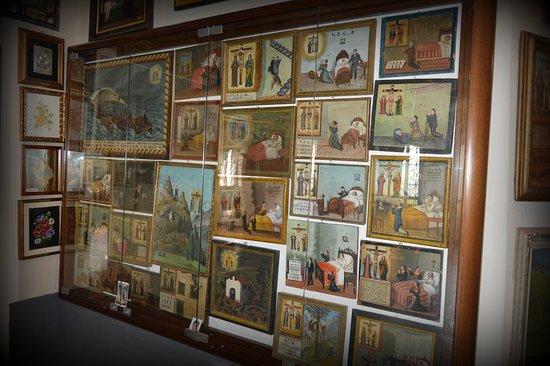 I santini, gli amatori delle icone sacre e i muri di madonnine di Nadia Nespoli