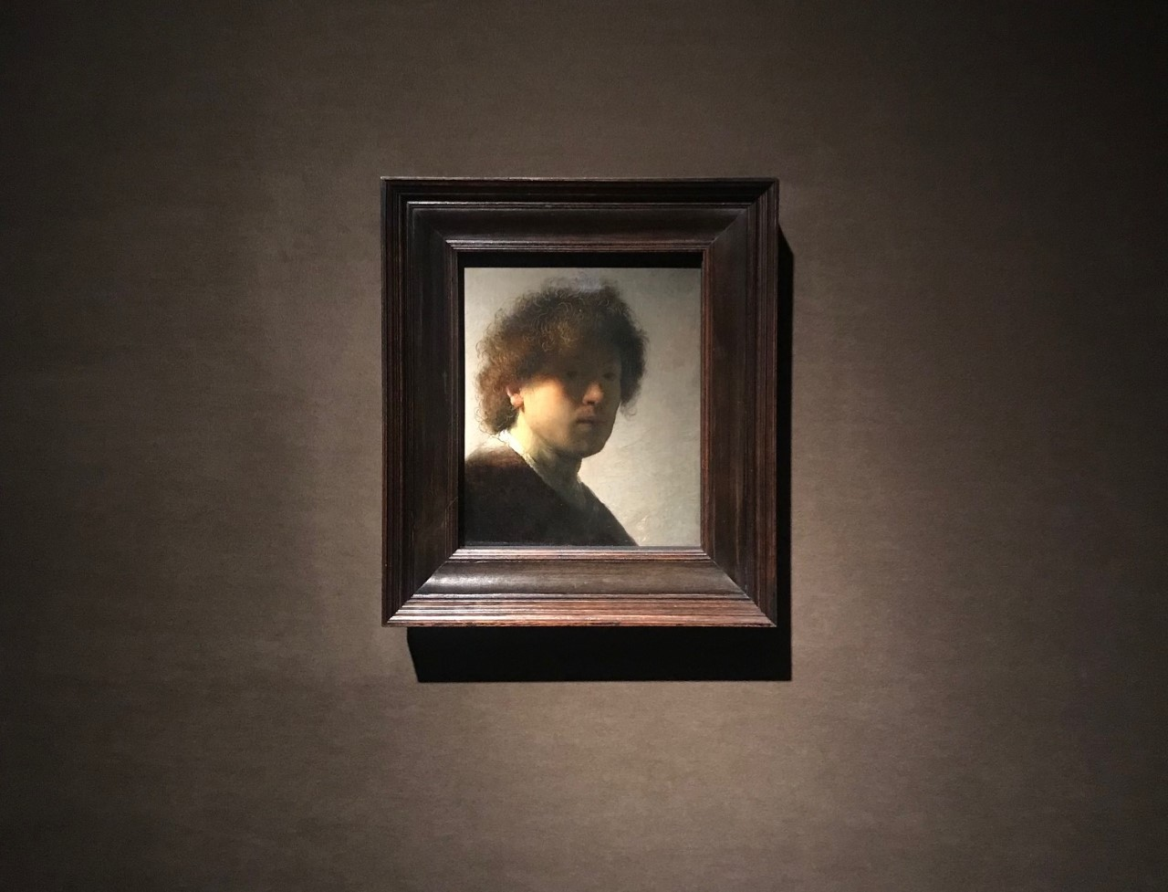 Il bellissimo Autoritratto giovanile di Rembrandt, dal Rijksmuseum alla Carrara