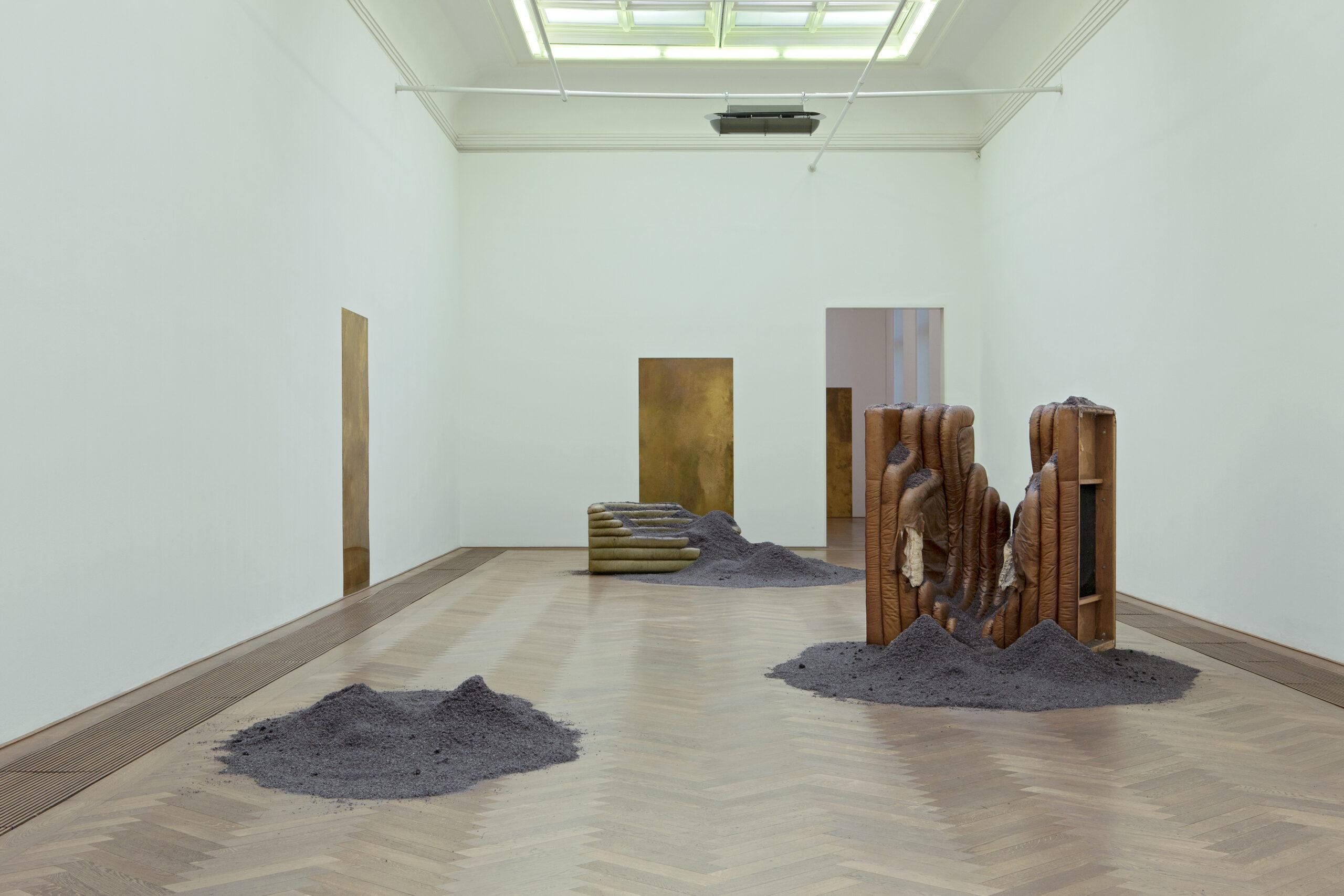 Lezioni d'artista. Il ciclo d'incontri di Palazzo Grassi è inaugurato da Dora Budor