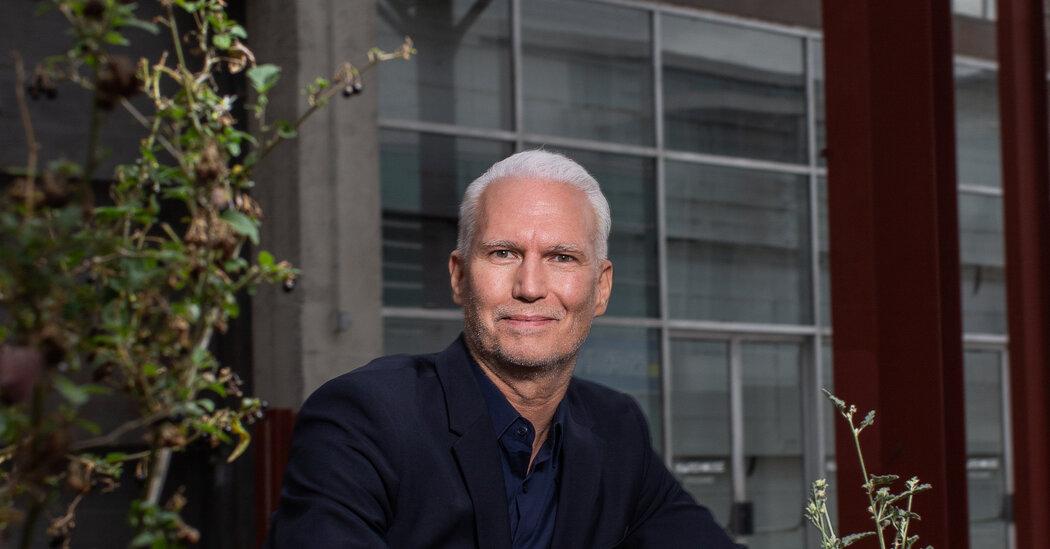 Klaus Biesenbach scappa dal MOCA Los Angeles. Dirigerà la Neue Nationalgalerie di Berlino