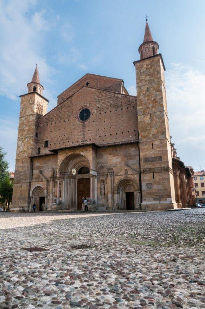 La cattedrale di Borgo San Donnino, sulla Via Emilia