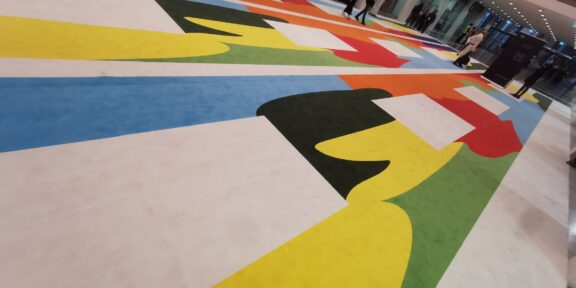 L'enorme tappeto di Paola Pivi per Art Verona