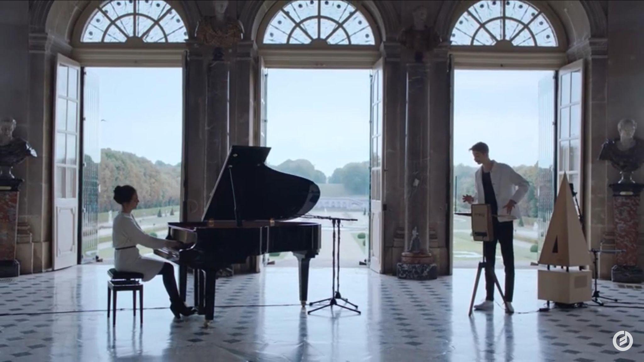Debussy e il Clair de Lune invisibile: la versione per theremin è da brividi